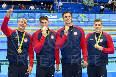 BRA, Olympia 2016 Rio, Schwimmsport Siegerehrung - 4x100m Freistil der Maenner