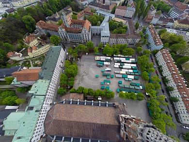 GER, Feature Luftbilder des Muenchner Maria Hilf Platzes mit aufbau der Auer Mai Dult