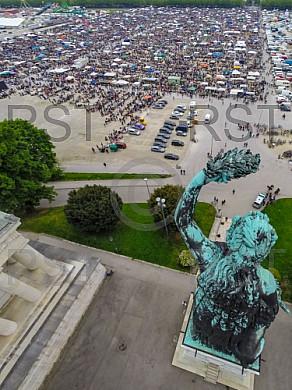 GER, Feature Luftbilder der Theresienwiese mit dem groessten Flohmarkt Bayerns veranstaltet durch das BRK