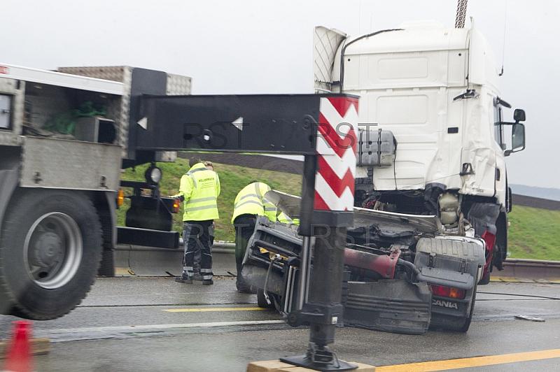 GER,Stau auf der A8 nach einem LKW Unfall